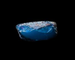 blauwe barnsteen half gepolijst